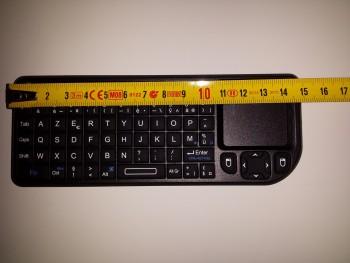 Le clavier sans fil mesure moins de 15 cm