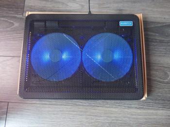 Le refroidisseur est équipé de deux ventilateurs avec LED bleues