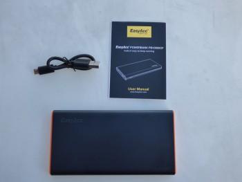La boite contient la batterie portable, le câble USB et le manuel