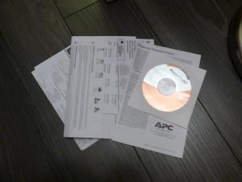 Divers manuels et un CD contenant le logiciel sont livrés avec l'onduleur