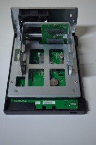L'AS1002T peut accueillir deux disques durs SATA au format 3.5