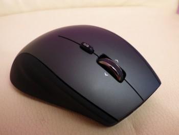 Le dessus de la souris Logitech Performance MX
