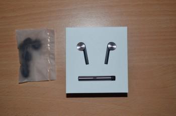 Le contenu de la boite : les écouteurs et des embouts supplémentaires
