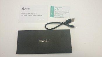 Contenu de la boite de la batterie Aukey PB-T3