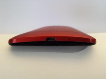 Sur le dessous du Zenfone 2 : la prise micro-USB