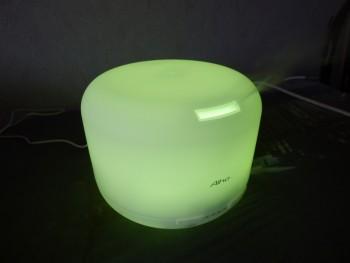 Les LED du diffuseur passent par toutes les couleurs : ici verte.