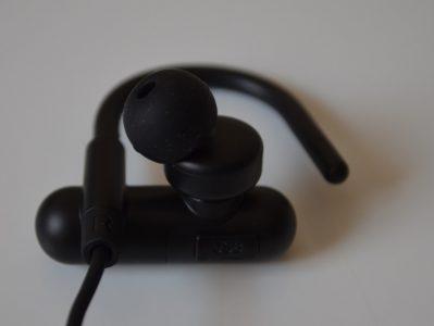 Les écouteurs sont de type intra et coudés
