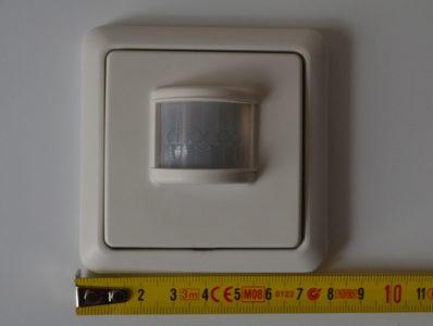 Le détecteur possède les dimensions standards d'un interrupteur, soit 80 x 80 mm