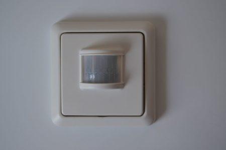 Le Chacon CH54503 est un détecteur de mouvement sans fil, simple d'utilisation et efficace