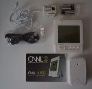 Le CM160 contient : un transmetteur, une pince ampèremétrique, un écran LCD et un câble USB