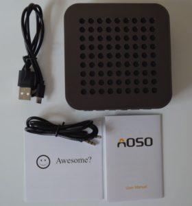 Contenu de la boite, l'enceinte, un manuel, un câble mini-jack et un câble USB/microUSB