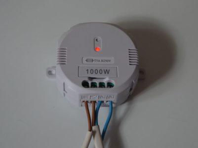 La LED rouge indique que le branchement est OK.