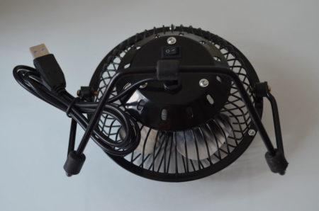 Le ventilateur est alimenté via son câble USB