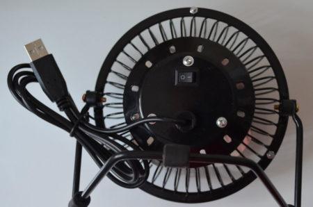 Un interrupteur ON/OFF est situé à l'arrière du ventilateur