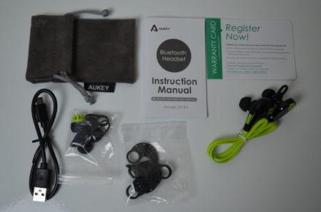 Dans la boîte : les écouteurs un manuel, une housse, un câble USB et de nombreux embouts