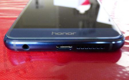 Le smartphone possède une prise mini-jack 3,5 mm