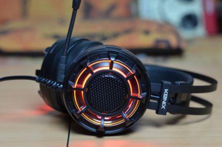 Un casque gamer avec éclairage LED