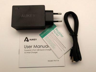 Dans la boîte : le chargeur, un câble micro-USB/USB, un manuel et une carte de garantie