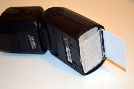 Le flash intègre un petit réflecteur : idéal pour bénéficier d'un flash indirect