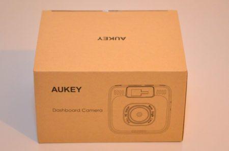 La boite de la dashcam Aukey DR-01