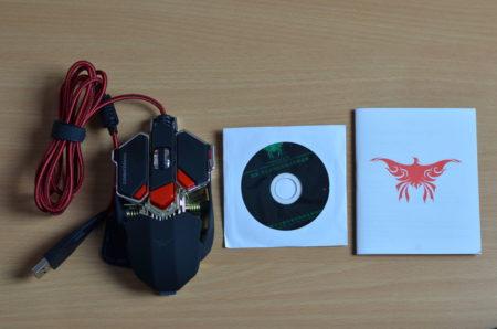 Dans la boite, on trouve la souris, un manuel et un CD pour installer le pilote et le logiciel