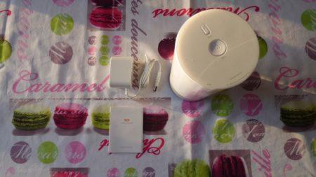 Dans la boîte : la lampe, un manuel et le câble d'alimentation