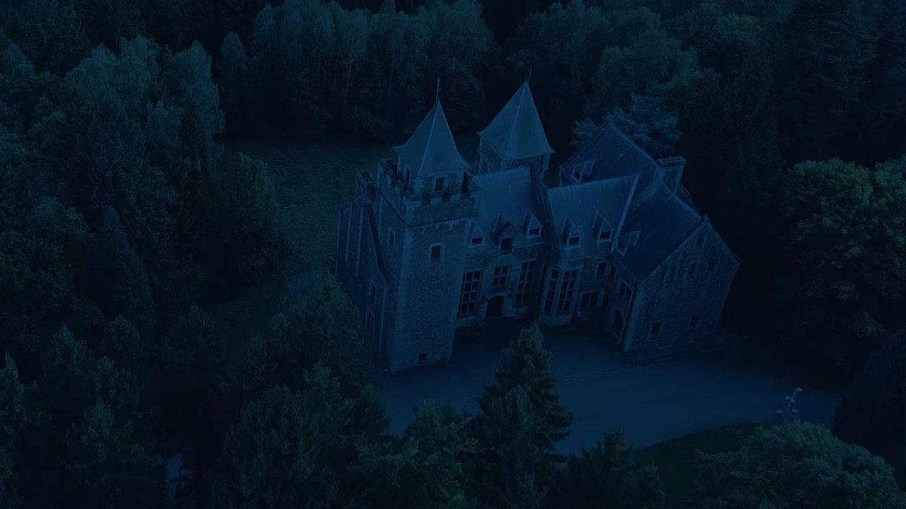 Mamytwink explore un chateau abandonné