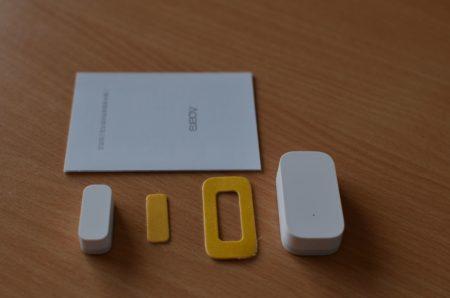 Dans la boite : le détecteur, un manuel et des adhésifs