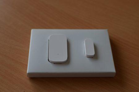Le détecteur d'ouverture est composé de deux parties