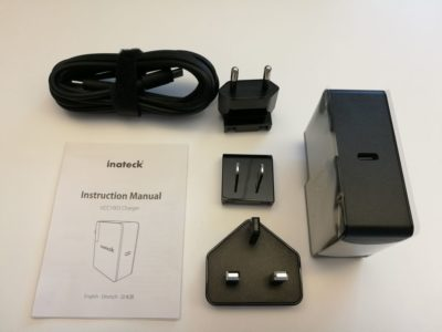Dans la boite : chargeur, notice, câble USB Type-C et adaptateurs de prises