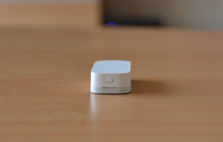 Un petit bouton est situé sur la partie la plus grosse pour l'appairage