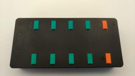 Des caches aux couleurs des ports sont fournis pour les protéger de la poussière