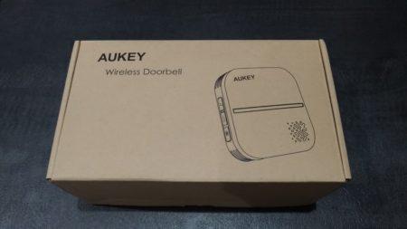La boite de la sonnette sans fil est sobre, comme souvent chez Aukey